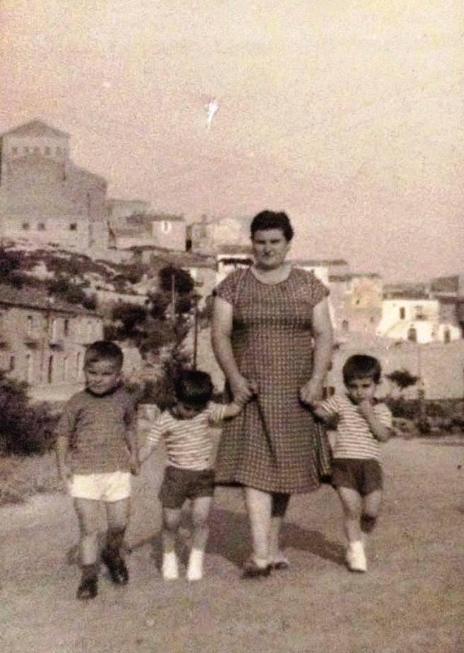 Famiglia Cusano-Guerra,vacanze a Castelluccio Valmaggiore......1960